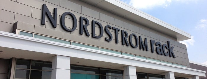 Nordstrom Rack is one of Locais curtidos por David.