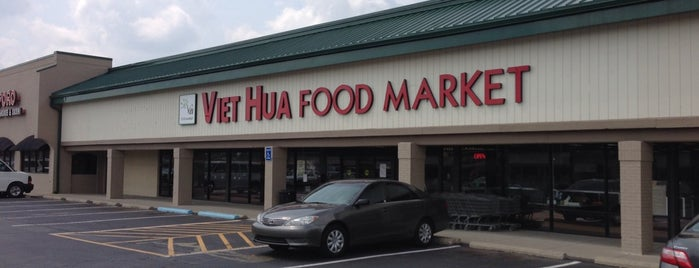 Viet Hua Food Market is one of Lugares favoritos de John.