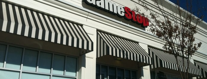GameStop is one of Lieux qui ont plu à Lauren.
