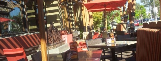 Lazy Dog Restaurant & Bar is one of Posti che sono piaciuti a Jason.