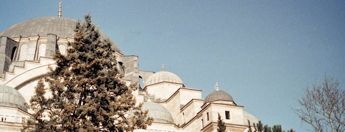 Süleymaniye Camii is one of Photo Locations Worth Going Back.