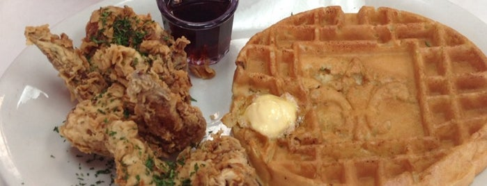 Ma Momma's House of Cornbread, Chicken & Waffles is one of Mitchさんのお気に入りスポット.