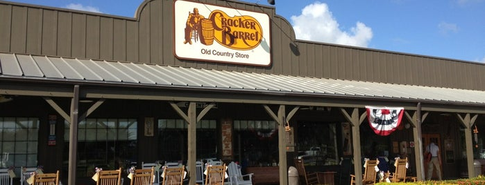 Cracker Barrel Old Country Store is one of Shanaさんのお気に入りスポット.
