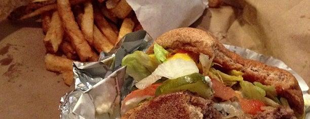 BurgerWorx is one of Tempat yang Disukai Tye.