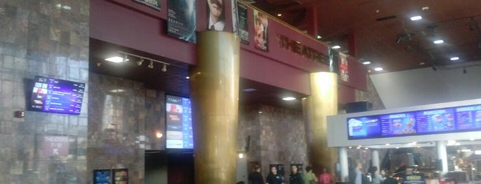 AMC Starplex Ridgefield Park 12 is one of Stephanieさんのお気に入りスポット.
