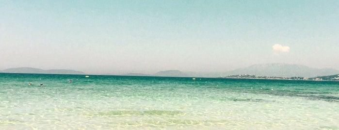 Sheraton Hotel Beach is one of Dilara'nın Beğendiği Mekanlar.