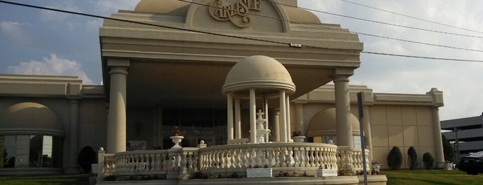 The Carlisle is one of สถานที่ที่ Jojo & Gizep ถูกใจ.