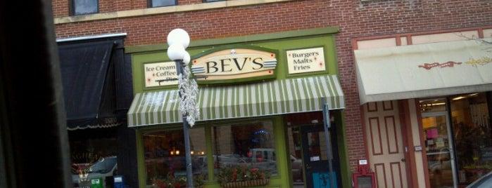 Bev's Cafe is one of Lugares favoritos de Stuart.