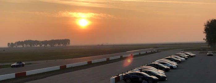 Buttonwillow Raceway is one of Locais curtidos por Tyler.