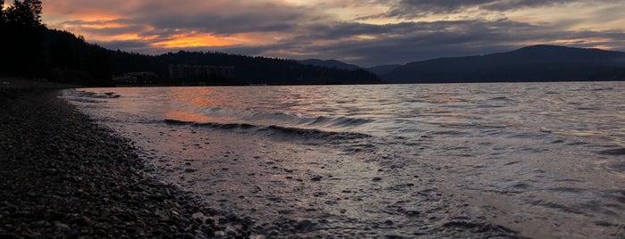 Sanders Beach is one of Lugares favoritos de John.