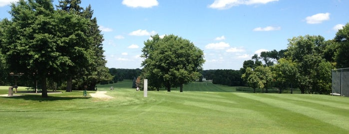 Irv Warren Memorial Golf Course is one of สถานที่ที่ Chris ถูกใจ.