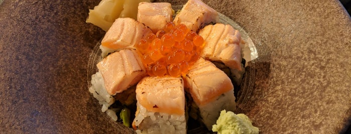 Hikari Sushi & Grill is one of Lugares favoritos de Dominic.