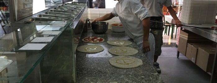 Il Paradiso della Pizza is one of สถานที่ที่บันทึกไว้ของ Mirko.