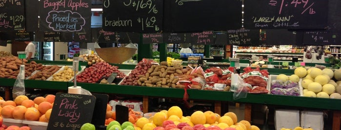 Pipkin's Fruit and Vegetable Market is one of Matt: сохраненные места.