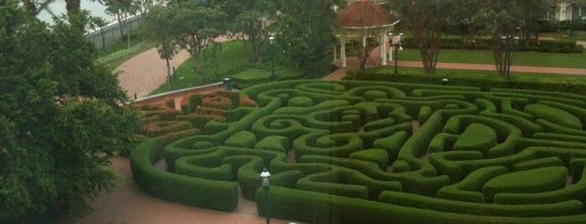 Hong Kong Disneyland Hotel is one of Orte, die Bob gefallen.