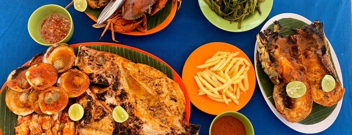 Lia Cafe Jimbaran Seafood is one of Orte, die Amine gefallen.