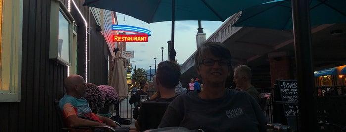 Riviera Supper Club and Wine Bar is one of Posti che sono piaciuti a Надежда.