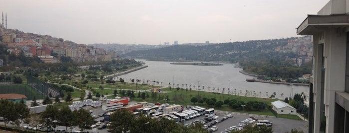İstanbul Ticaret Üniversitesi is one of Locais curtidos por 🔱Serhat.