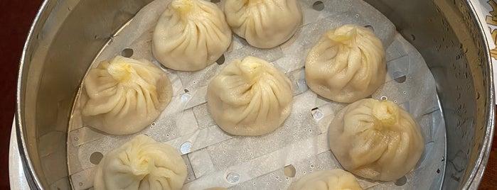 juicy dumpling is one of Tempat yang Disukai David.