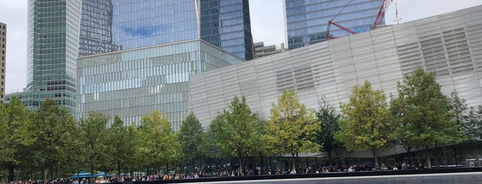 9/11 Memorial North Pool is one of Lieux qui ont plu à Andres.