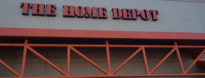 The Home Depot is one of Lieux qui ont plu à Colin.