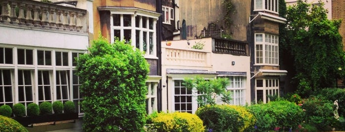 The Goring Hotel is one of London for P' Arenui.