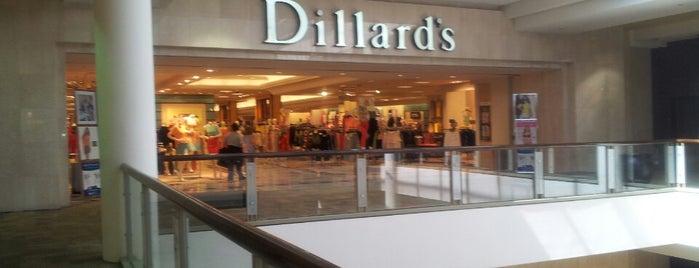 Dillard's is one of Tempat yang Disukai Jennifer.