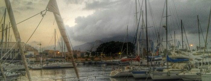 Circolo Canottieri Palermo is one of Lugares favoritos de Giuseppe.