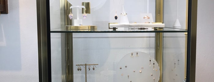 Anna Sheffield Jewelry is one of LES boutiques.