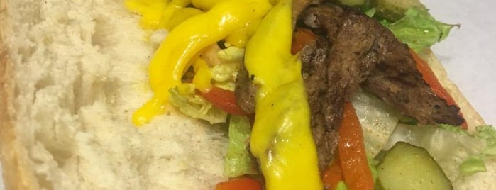 Taze Sandwics & Salads is one of Mehmet'in Kaydettiği Mekanlar.