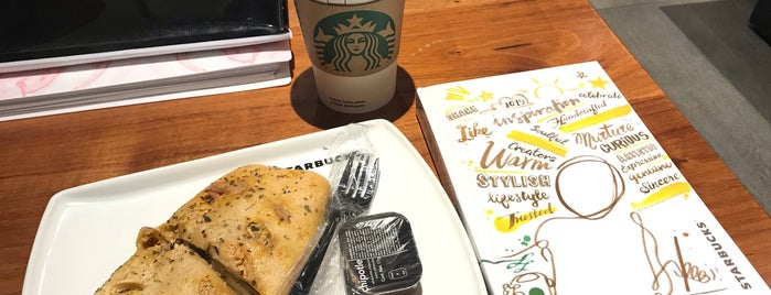 Starbucks is one of Alejandroさんのお気に入りスポット.
