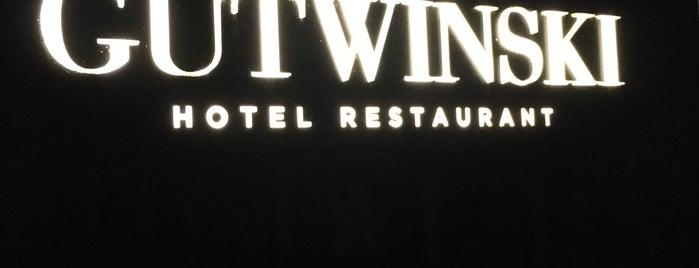 Gutwinski Hotel is one of Jodok'un Kaydettiği Mekanlar.