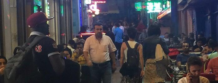 İstiklal Caddesi is one of Locais curtidos por Hebah.