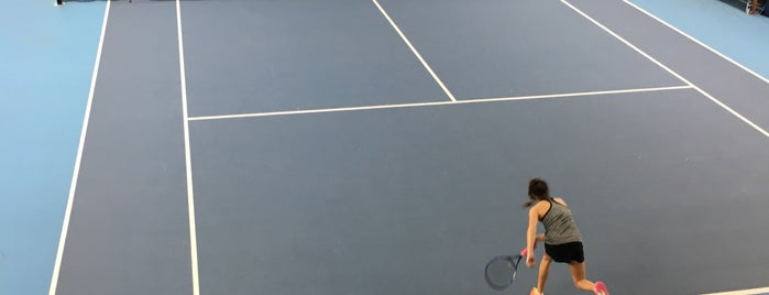 National Tennis Centre, Roehampton is one of สถานที่ที่ Henry ถูกใจ.