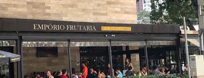 Empório Frutaria is one of Lugares bons pra cachorro.