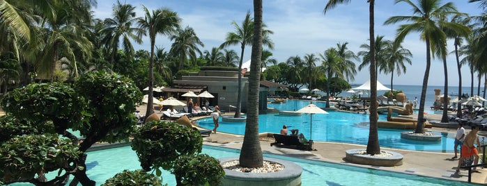 Hilton Hua Hin Resort & Spa is one of farsai's Liked Places.