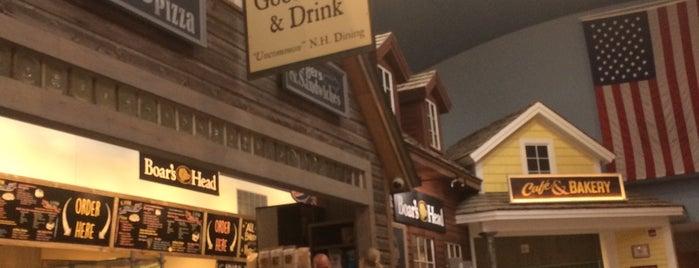 Hooksett Rest Area is one of สถานที่ที่ Heidi ถูกใจ.