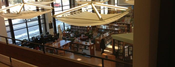North Regional Library is one of Lieux sauvegardés par Lorena.