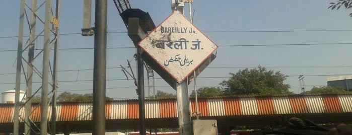 Bareilly Jn. Railway Station is one of Lugares favoritos de Henry.