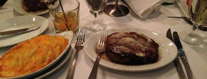Ruth's Chris Steak House is one of Mattさんのお気に入りスポット.