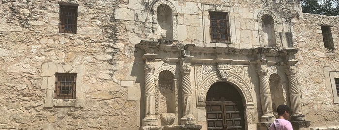 Fortress Alamo: The Key To Texas is one of Lugares favoritos de John.