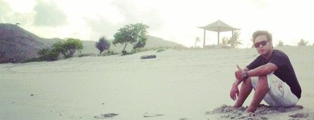 Mawun Beach is one of สถานที่ที่ Vincent ถูกใจ.