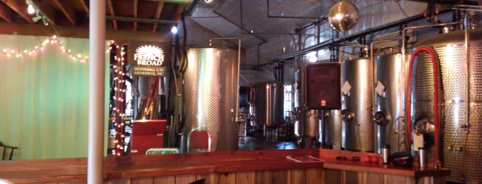 French Broad Brewery & Tasting Room is one of Lieux qui ont plu à Anthony.