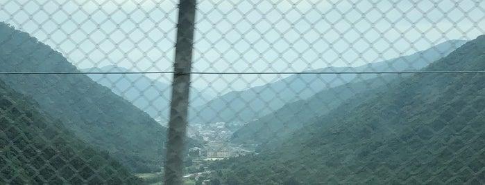 広島空港大橋 (広島スカイアーチ) is one of Japan.