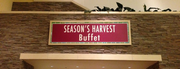 Season's Harvest Buffet is one of Briさんの保存済みスポット.