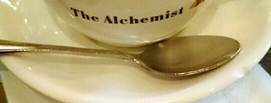 The Alchemist Café Bistro 牧羊少年咖啡.茶.酒館 is one of Orte, die Simo gefallen.