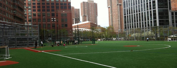 Battery Park City Ballfields is one of Orte, die Mark gefallen.
