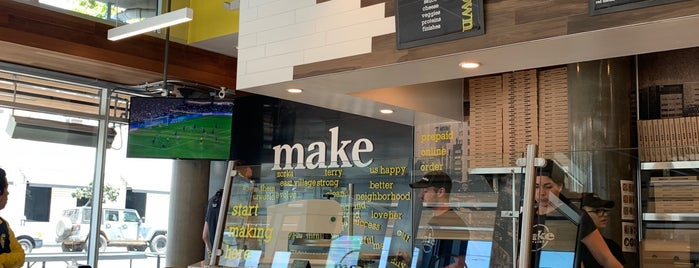MAKE pizza+salad is one of สถานที่ที่ Donna ถูกใจ.