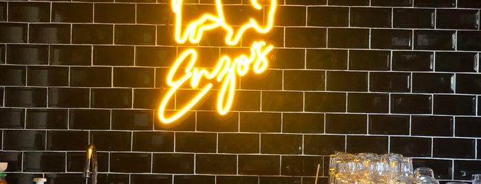 Enzo's is one of Locais salvos de Art.