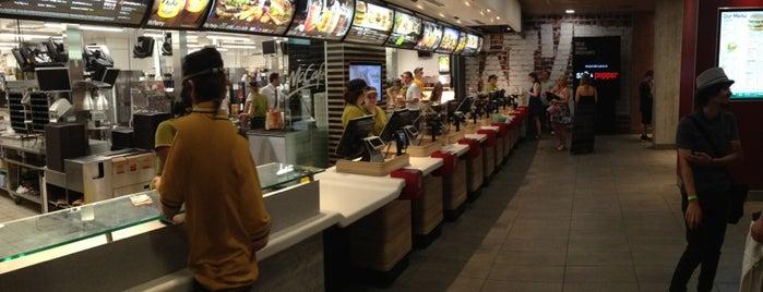 McDonald's is one of Lugares favoritos de Lucy.